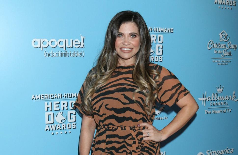 boy-meets-world's-danielle-fishel-is-expecting-her-second-child