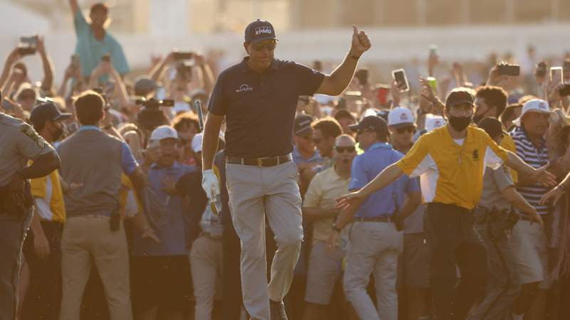 50-thumbs-up!-celebrities-react-on-twitter-to-phil-mickelson-making-history-by-winning-pga-…