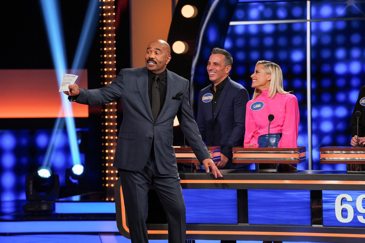 how-to-watch-terrence-howard,-rob-lowe-on-'celebrity-family-feud'-and-live-stream-for-free