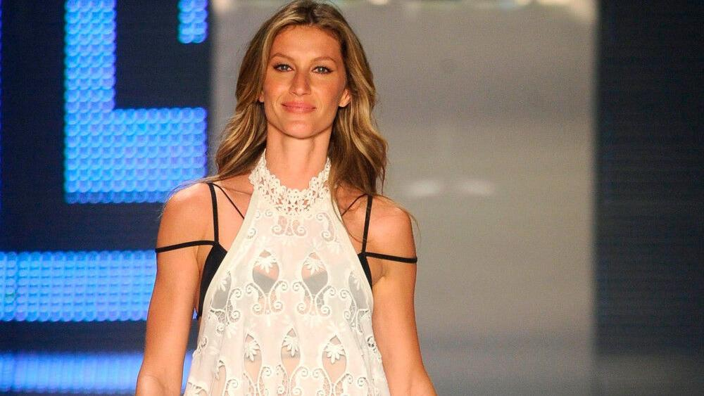 gisele-bundchen-turned-to-yoga-during-difficult-times- -celebrities