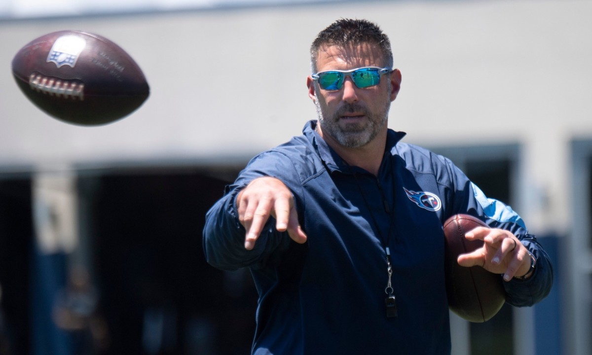 vrabel-far-from-a-favorite-at-celebrity-golf-event