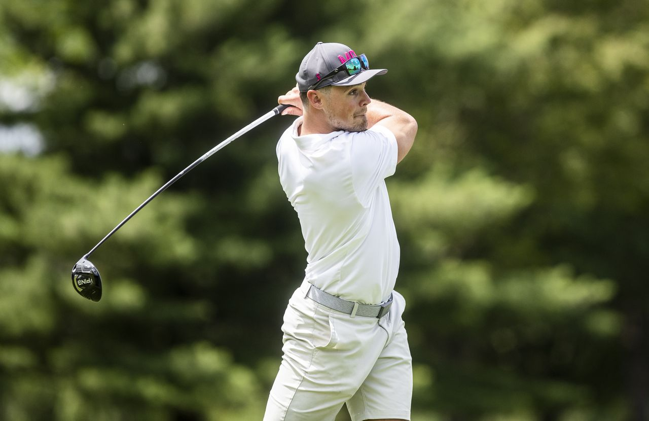 trace-mcsorley,-michael-vick-and-other-celebrities-take-part-in-golf-tourney-to-raise-money-for-…