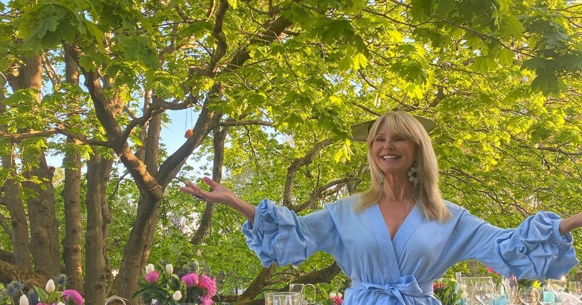 this-christie-brinkley-inspired-decor-idea-will-steal-the-show-at-every-outdoor-party
