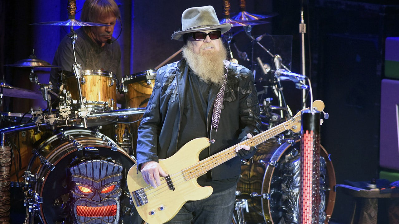 zz-top-bassist-dusty-hill:-celebrities-react-to-death-of-music-icon