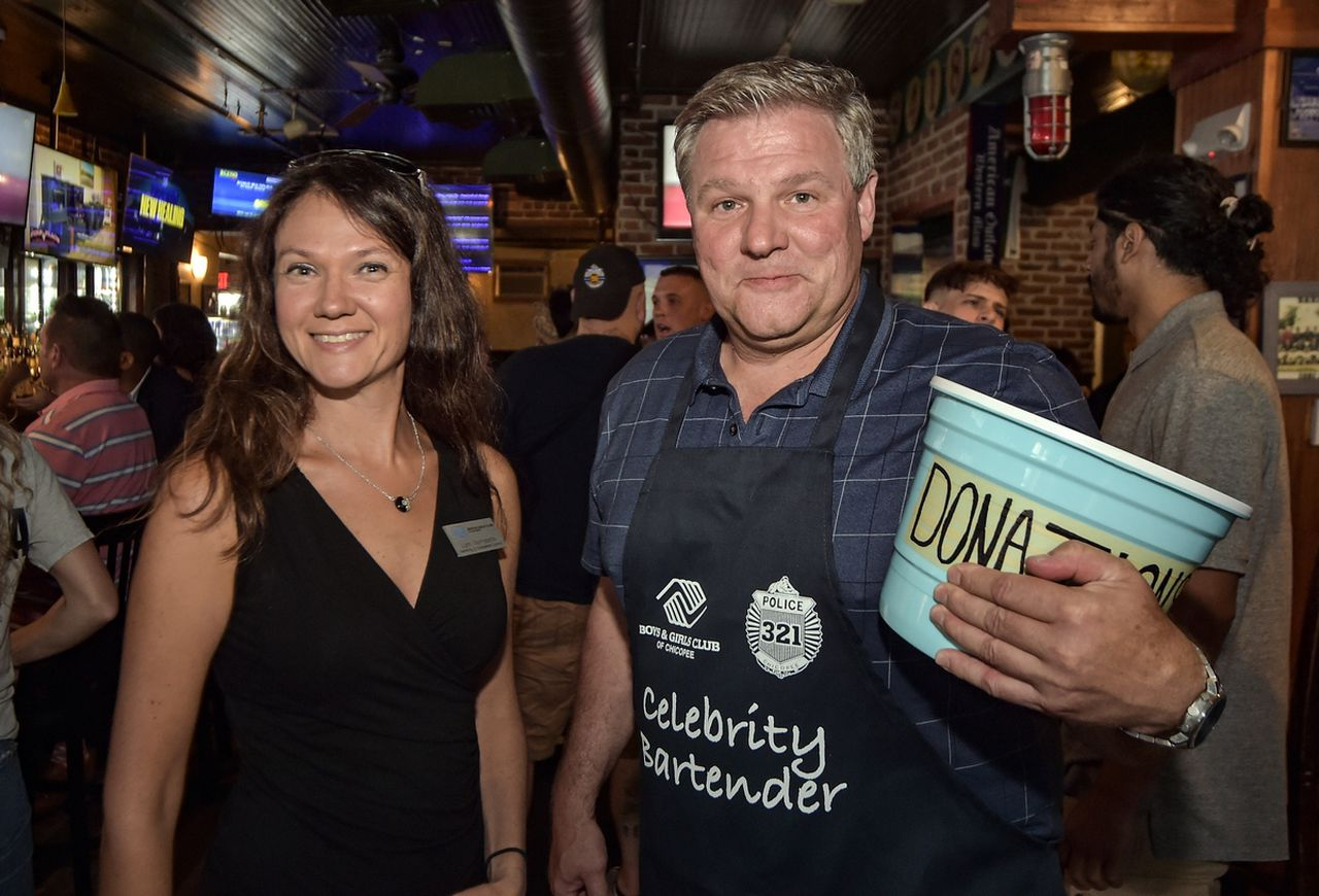 celebrity-bartenders-raise-funds-for-tribute-to-chicopee-police-officer-angela-santiago.