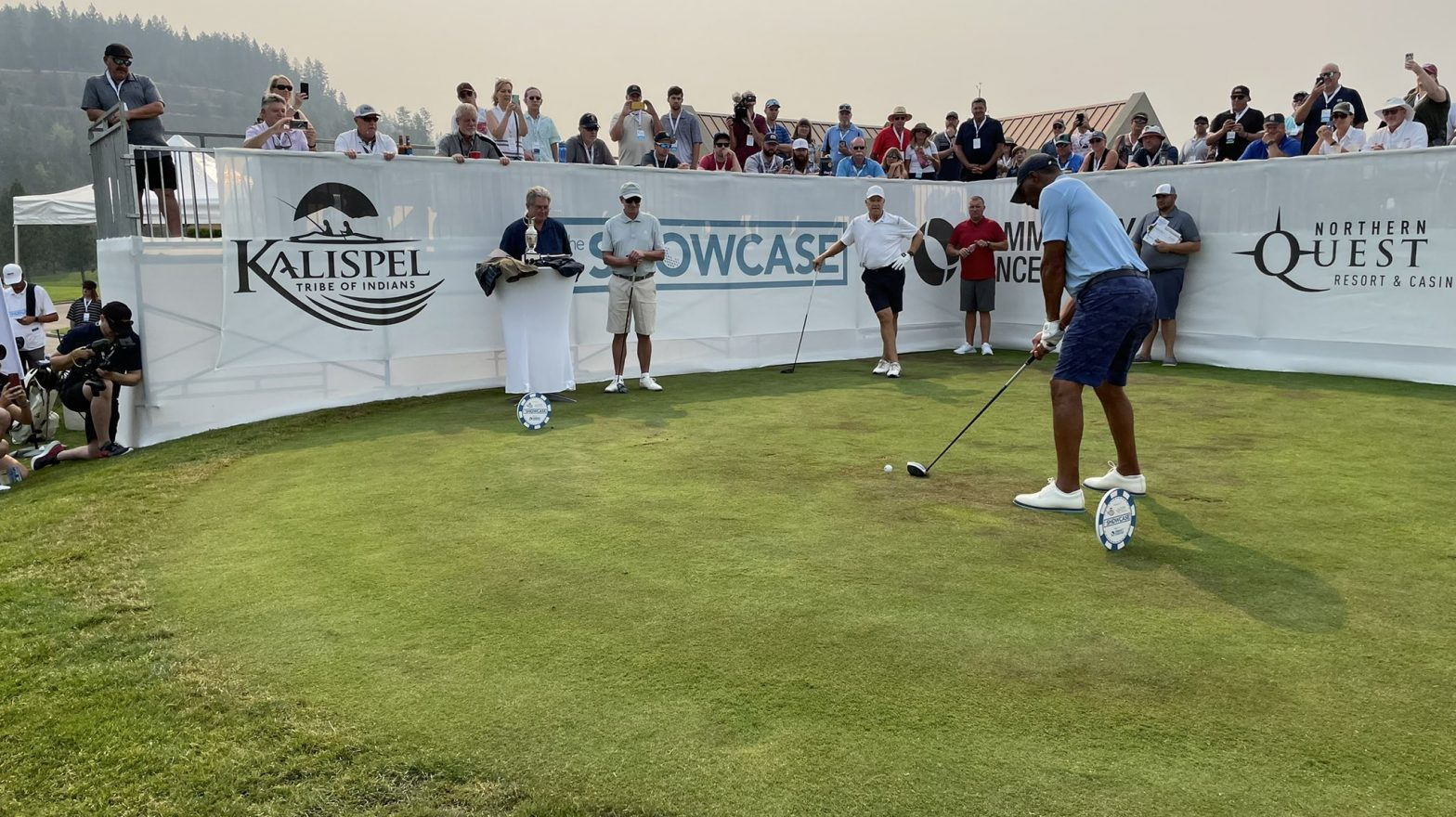 celebrities,-fans-return-to-the-showcase-golf-fundraiser-during-hot,-hazy-weekend