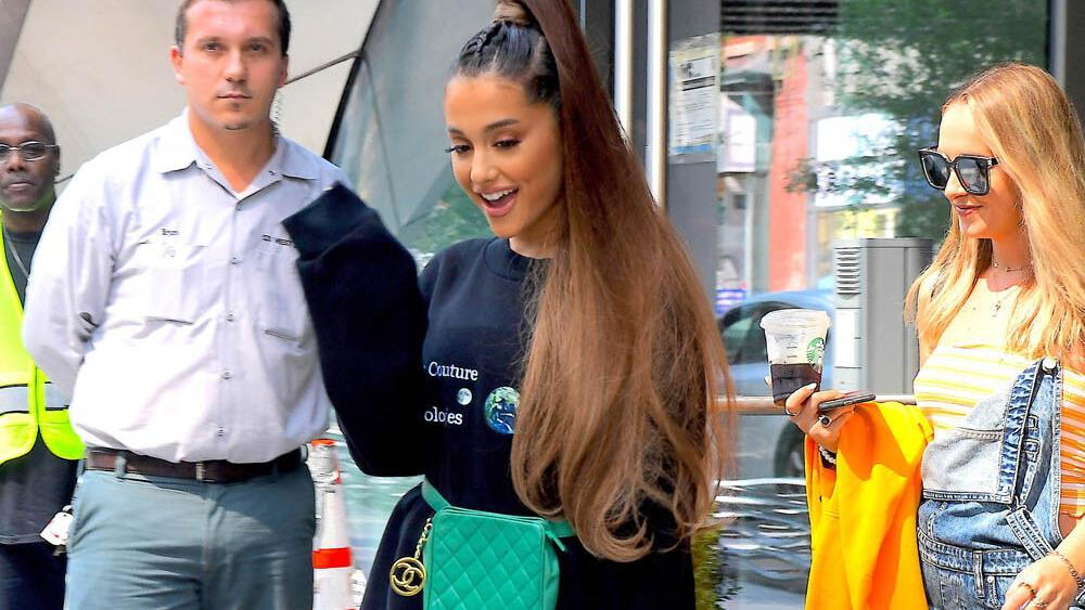 """ariana-grande-offers-""""gentle-reminders""""-for-people-to-get-their-covid-19-vaccine-